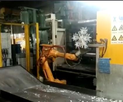 280吨压铸喷雾取件案例展示
